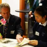 Robert Bateman reviews art of Gr. 7 student