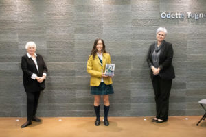 Stevie Mitchell '61 (L) and Julie Rousseau, Head School (R), present Lauren with the Katherine Manders Award.